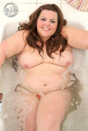 rebel wilson naked